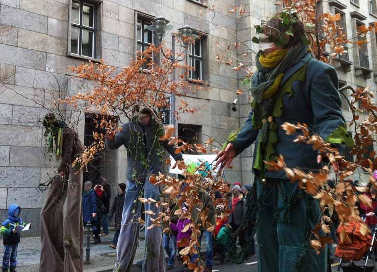 Agrardemo gegen TTIP iund CETA in Berlin: Ents on the move